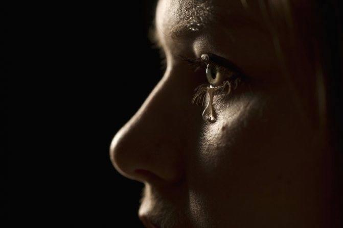 Что означает плакать во сне: толкование сна по сонникам